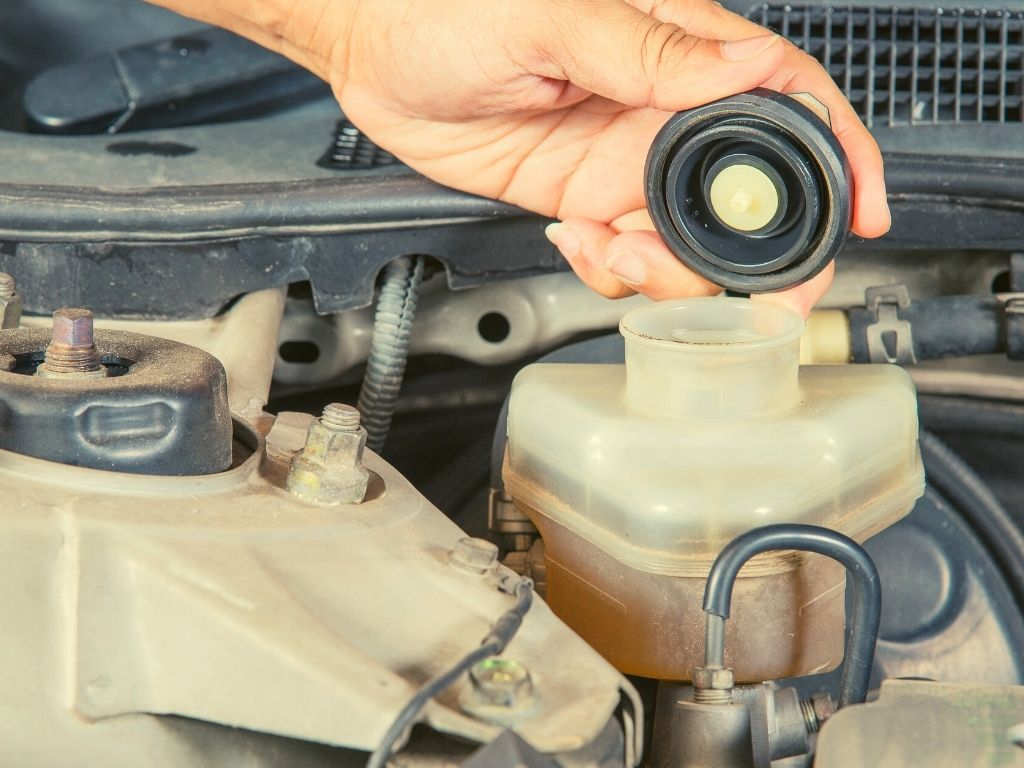 How To Remove Brake Fluid From A Master Cylinder