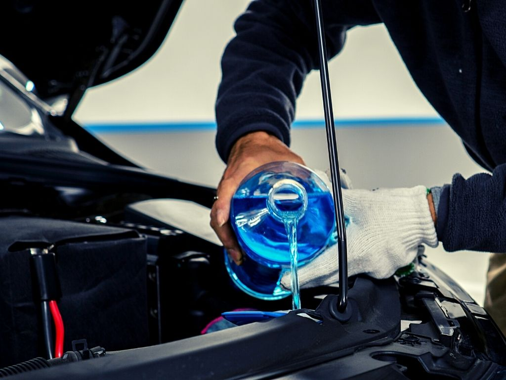 How to Put Windshield Wiper Fluid in Car in 6 Easy Steps