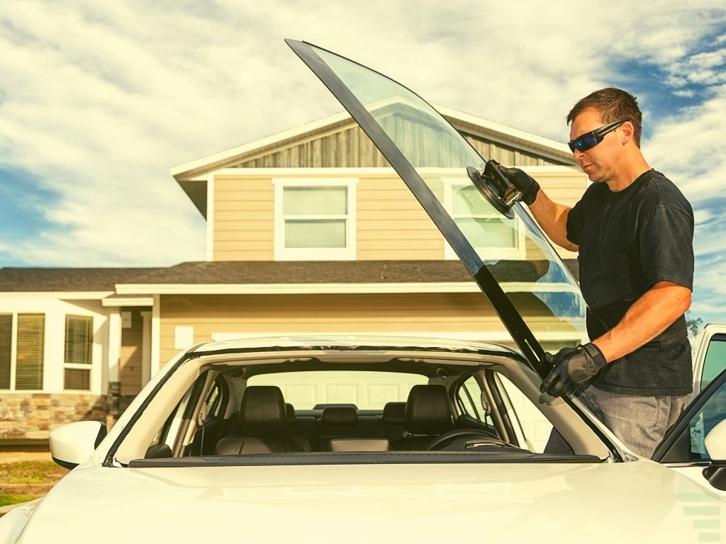 how much does it cost to replace a windshield
