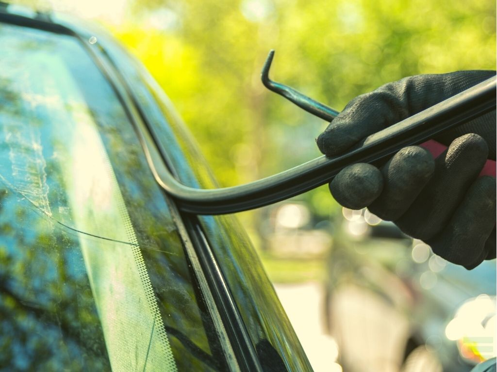 how to replace a windshield - Separating the Windshield